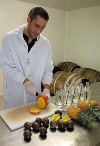 Découpe des fruits pour rhums de Ced