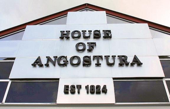 Lolo fait le tour du monde du rhum : Distillerie Angostura à Trinidad