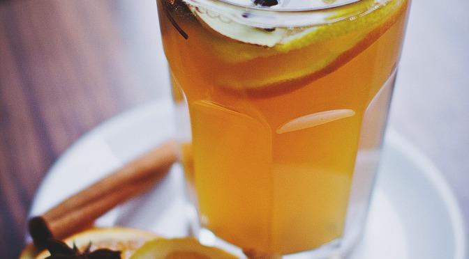 Quatre cocktails chauds à base de rhum pour survivre à l'hiver
